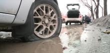 Что делать, если попали колесом в яму?